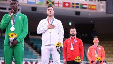 تصویر در گنج زاده: خدا را شکر میکنم با کسب مدال طلای المپیک، دل مردم را شاد کردم
